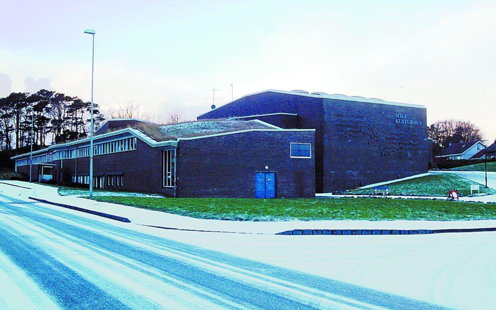 Sola kulturhus fotografert vinteren 2004